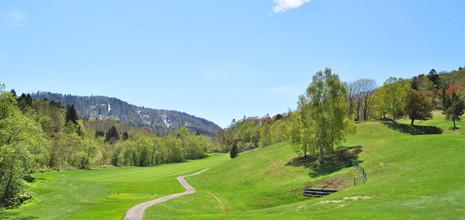 春は新緑、夏はゴルフ、秋は紅葉、冬は一面の銀世界