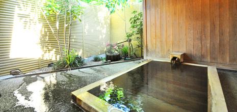 源泉掛け流しの貸切風呂が人気 名湯浅間の湯を贅沢に