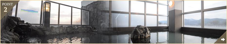 森の中の天然温泉――十勝連峰を望む絶景露天風呂で富良野の空気を深呼吸