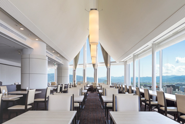 16階スカイレストラン白馬の内装風景