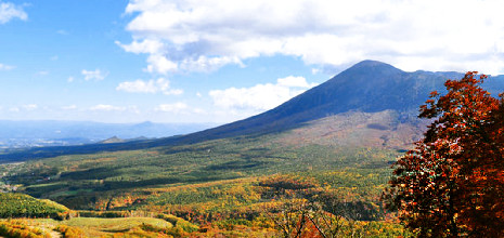 八幡平トレッキングや岩手山登山、冬はスキー。自然に囲まれた立地